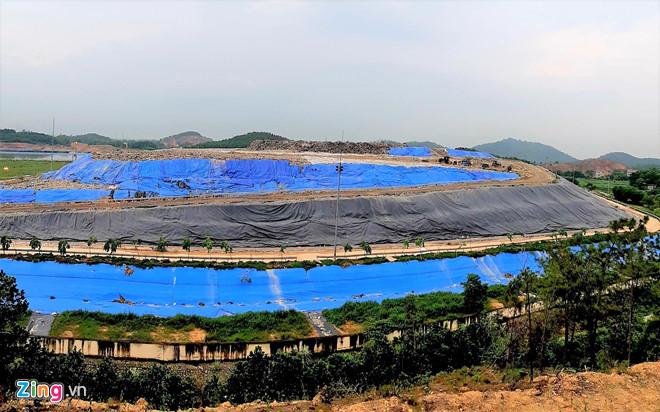 Bãi rác Nam Sơn ngày càng phình to, bốc mùi, gây ảnh hưởng đến nguồn nước tưới tiêu, sinh hoạt của các hộ dân quanh khu vực.